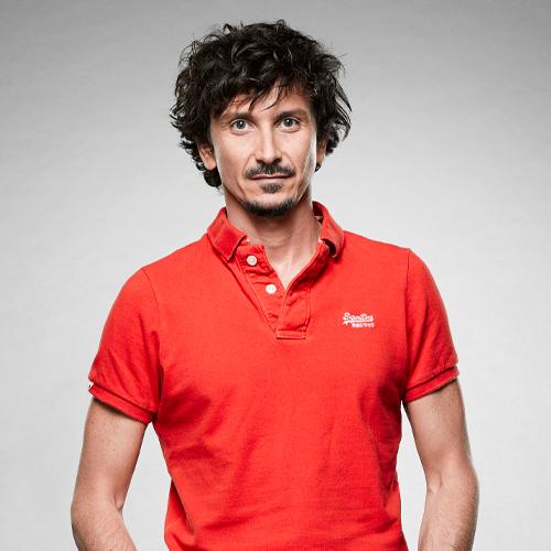 Arnaud Tsamere artiste smile and song