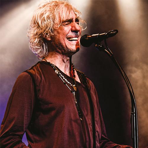 Louis Bertignac artiste smile and song